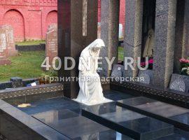 Мраморная молящаяся фигура