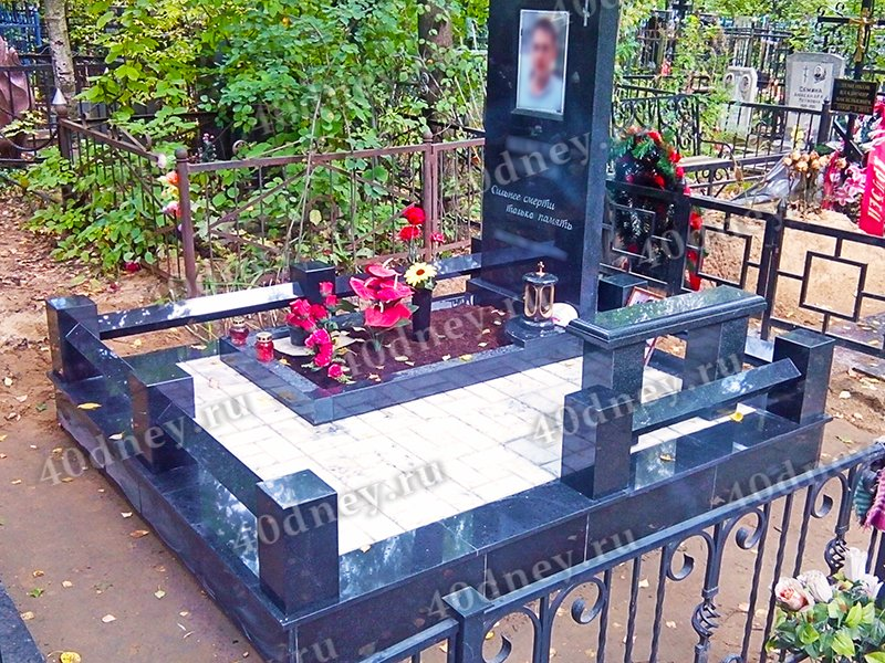 Лампадка из лезниковского гранита резная Ессентуки Эконом памятник с резным крестиком в углу Щербинка