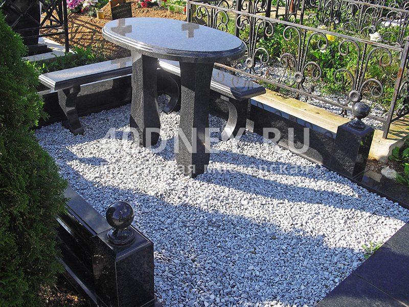 Цветник из мраморной крошки на кладбище заказать памятник в барнауле витебске