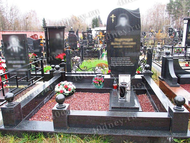 Мемориальный одиночный комплекс с крестом Свиблово Мемориальный одиночный комплекс из двух видов гранитов Горнозаводск, Сахалинская обл.